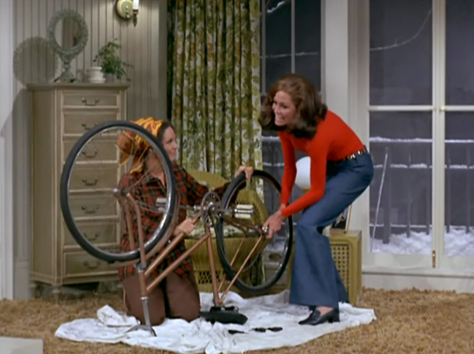 Lana del Rey / Mary Tyler Moore: A Review of Friendship photo