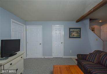 4 Lakeview Court Photo #7