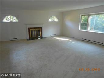 180 LAUREL DR Photo #8