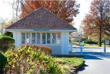 18490 Carters Grove Circle #2 Photo #4