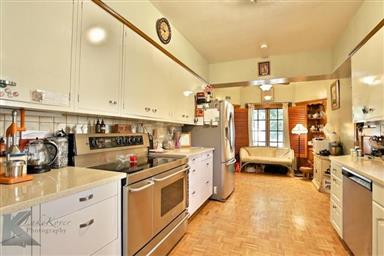 2142 Idlewild Street Photo #8