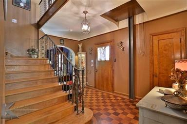 2142 Idlewild Street Photo #18