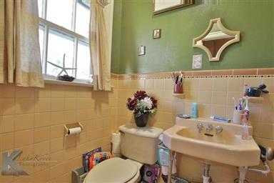 2142 Idlewild Street Photo #9