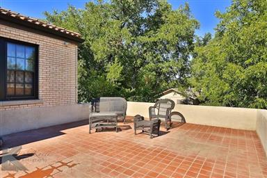 2142 Idlewild Street Photo #29