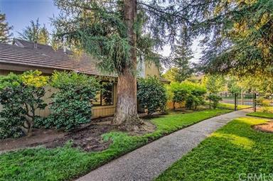 29 Pebblewood Pines Drive Photo #6