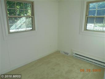 180 LAUREL DR Photo #12