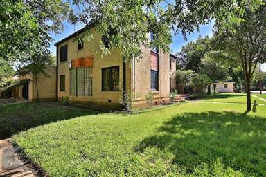 2142 Idlewild Street Photo #2