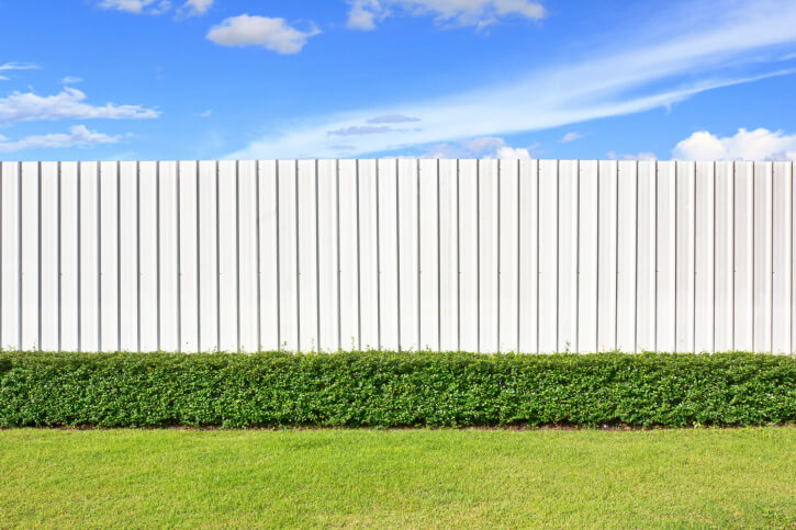 Super minimal design on this white fence, with uniform flat-topped posts and zero gap.