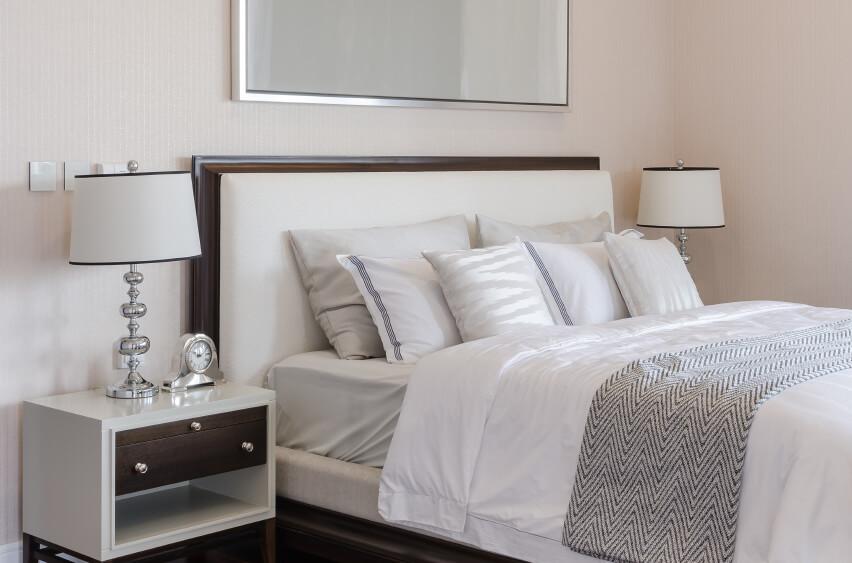 Queen Sized Bed Pillow Arrangement