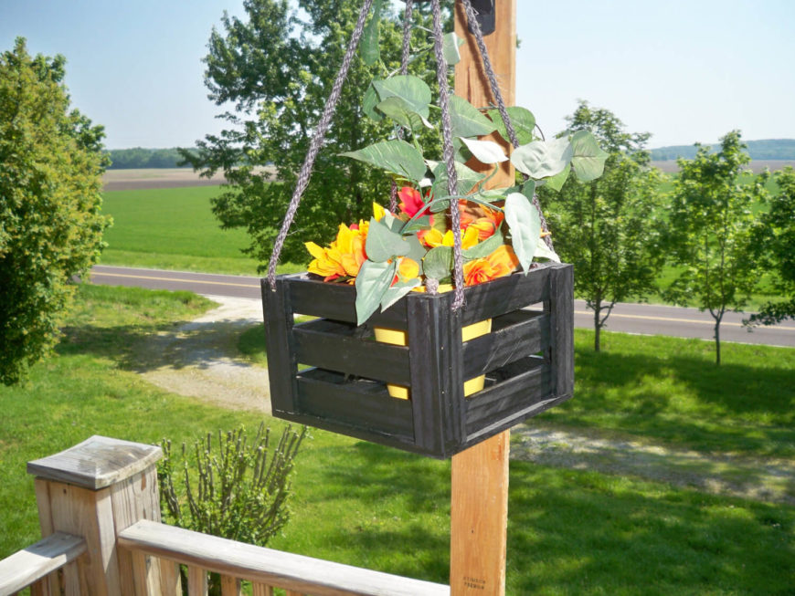 Hanging planters come in many styles. Some have an elegant charm, others are minimalistic, while others yet have a rustic and recycled material charm.