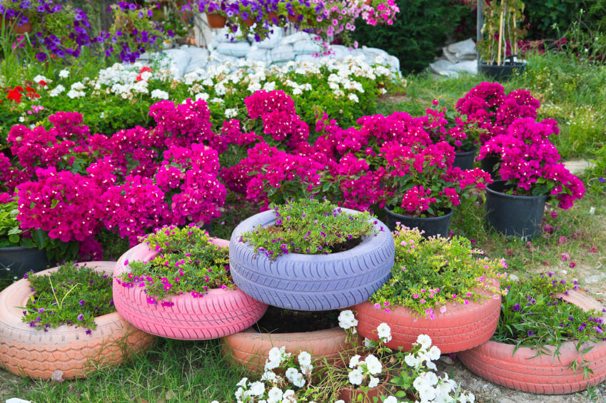 29 flower tire planter ideas for your yard and home - Astuce deco jardin recup ...