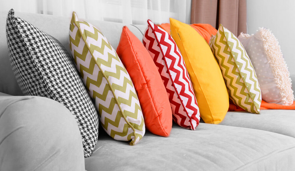 35 Sofa Throw Pillow Examples Sofa Dcor Guide Home Stratosphere
