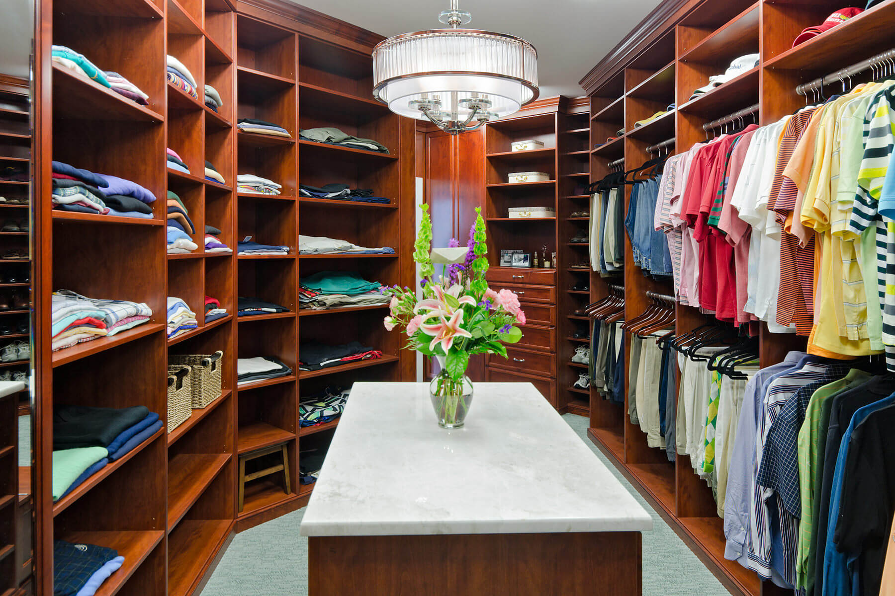 67 reach in and walk in bedroom closet storage systems for Ample closet space