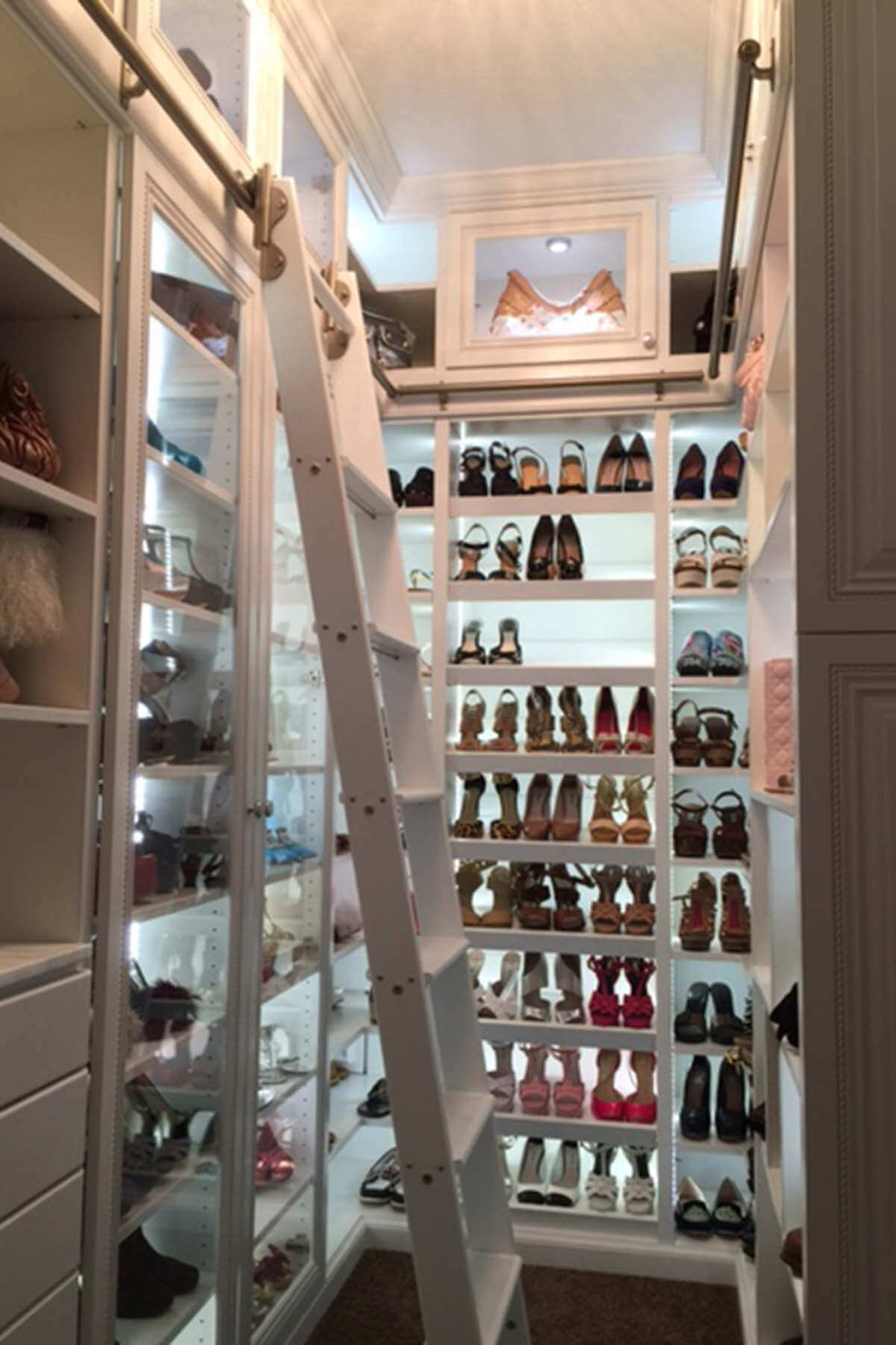 67 Reach In And Walk In Bedroom Closet Storage Systems