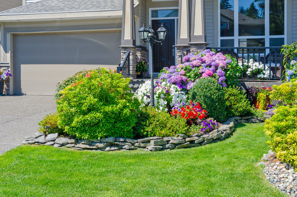 101 front yard garden ideas awesome photos for How to plant bushes in front of house