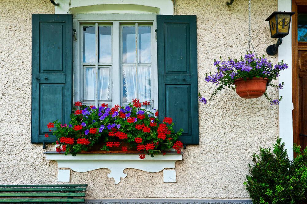 40 window and balcony flower box ideas photos for Window design box