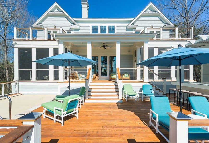 27 extensive multi level decks for entertaining large parties for Beach house plans with decks