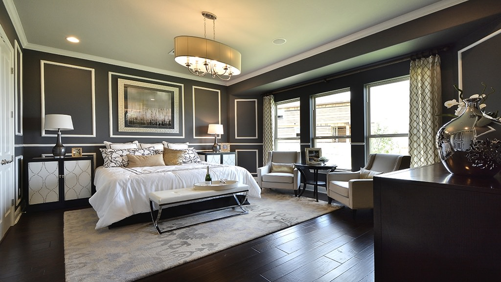 Don't be afraid to use dark colors. They can largely bring elegance to the space. Using white lights somehow breaks the monotony and the dominance of black in the room.