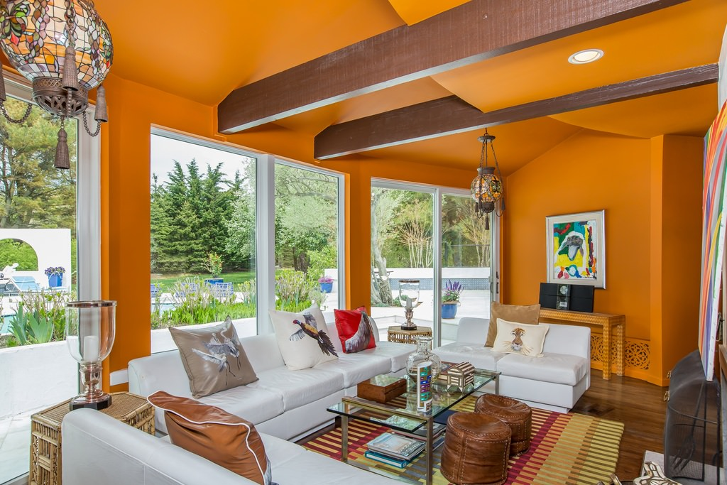 orange livingroom - pueblosinfronteras