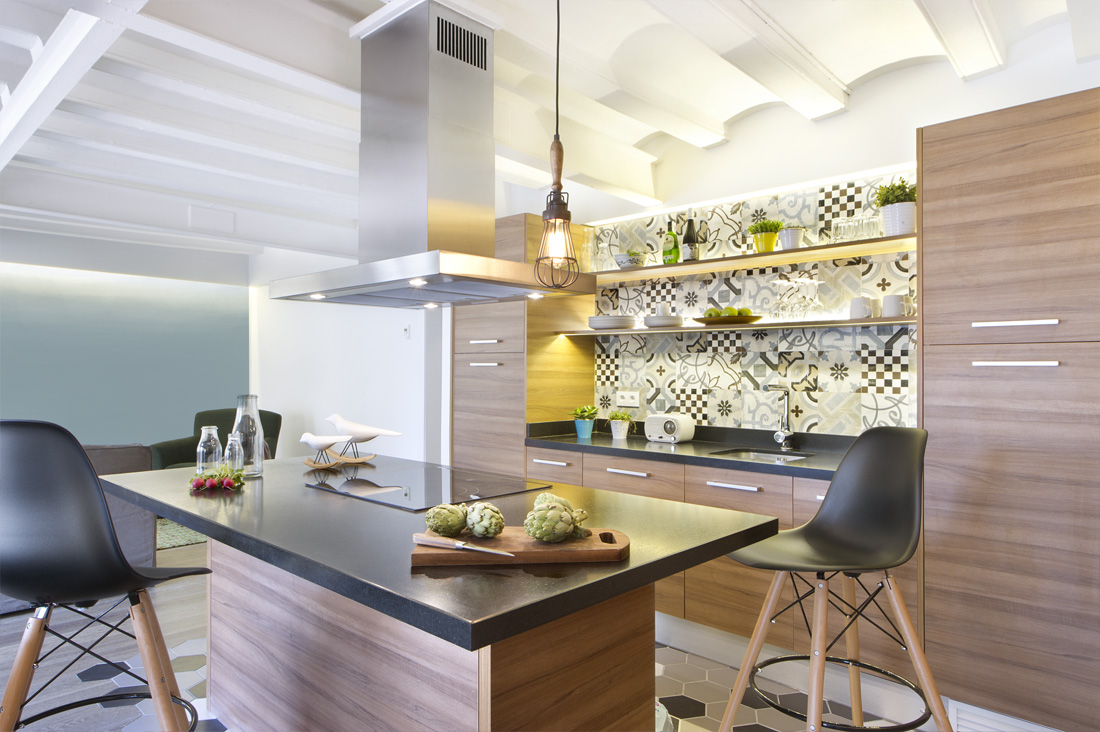 This kitchen may look small and compact yet the type of set up it has gives you leeway in preparing a meal.