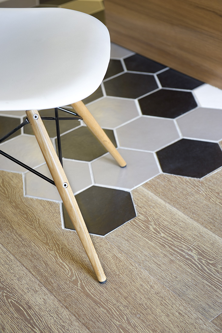 Geometrical styles on the floor are cool. The hexagon tile pattern and textured wood palette tiles cut on the edge to fit and blend them closely.