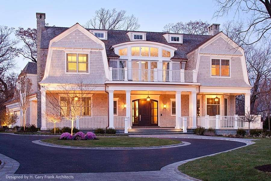 20 examples of homes with gambrel roofs photo examples for New england style homes