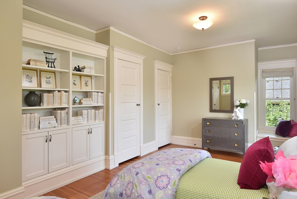 Kid's bedroom with built-in shelves in an American Foursquare home
