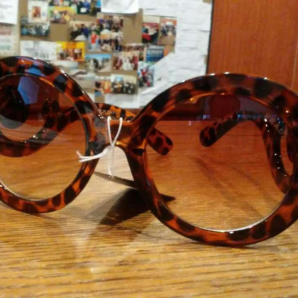 Paris Hilton tortoise shell prada glasses