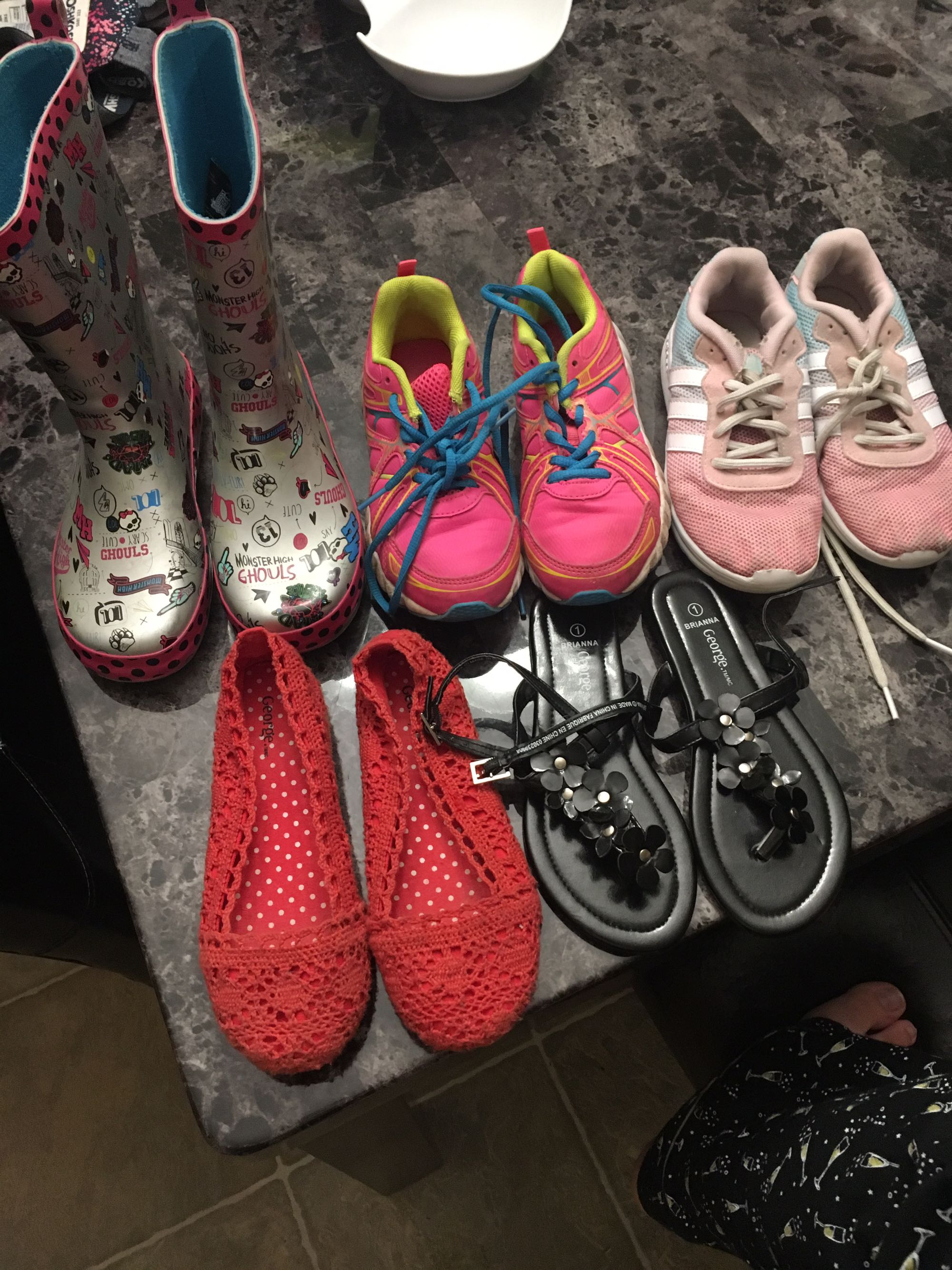 Girls Shoes - Various Sizes
