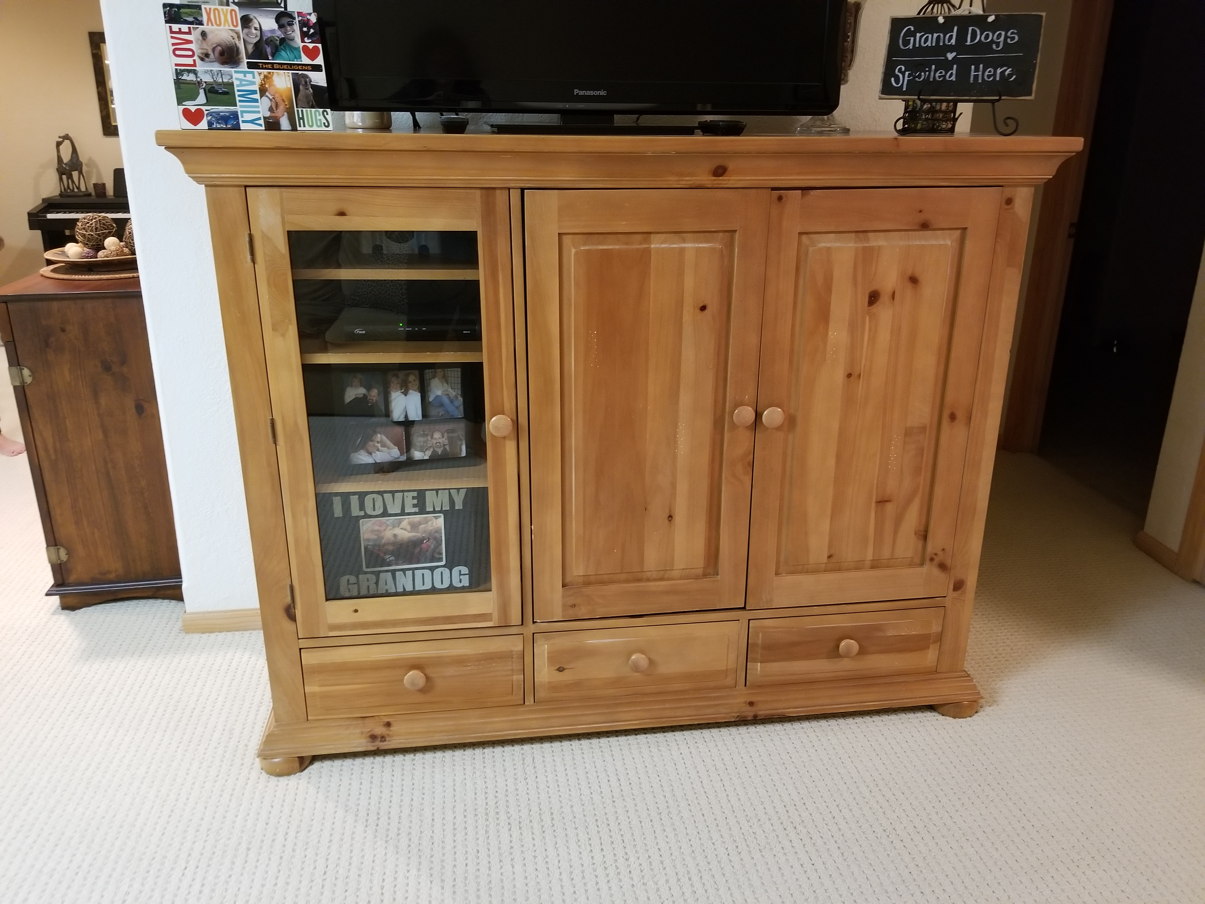 Broyhill entertainment stand