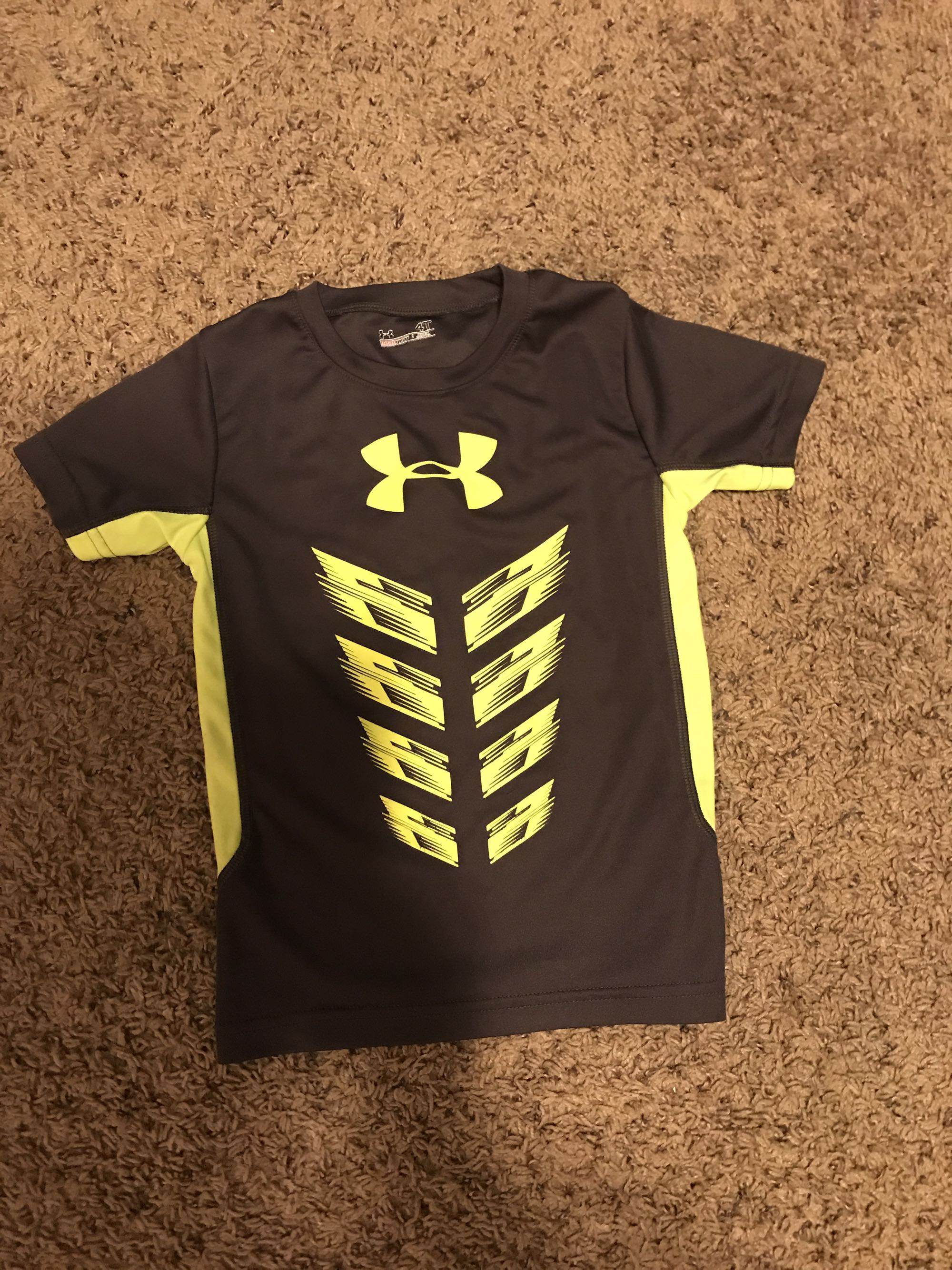 Boys under armour shirt size 4t