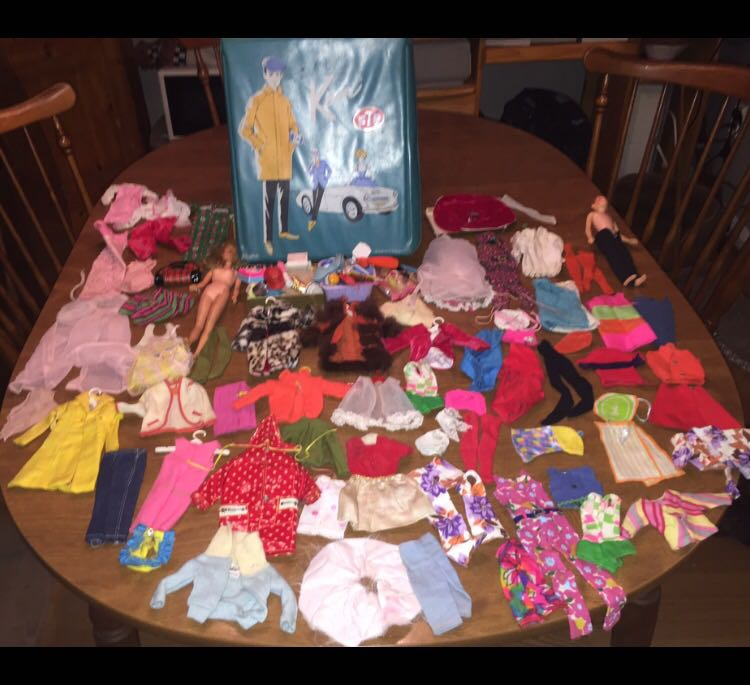Lot of Vintage Mattel 1962-1965 Dolls/Case/Clothing & accessories