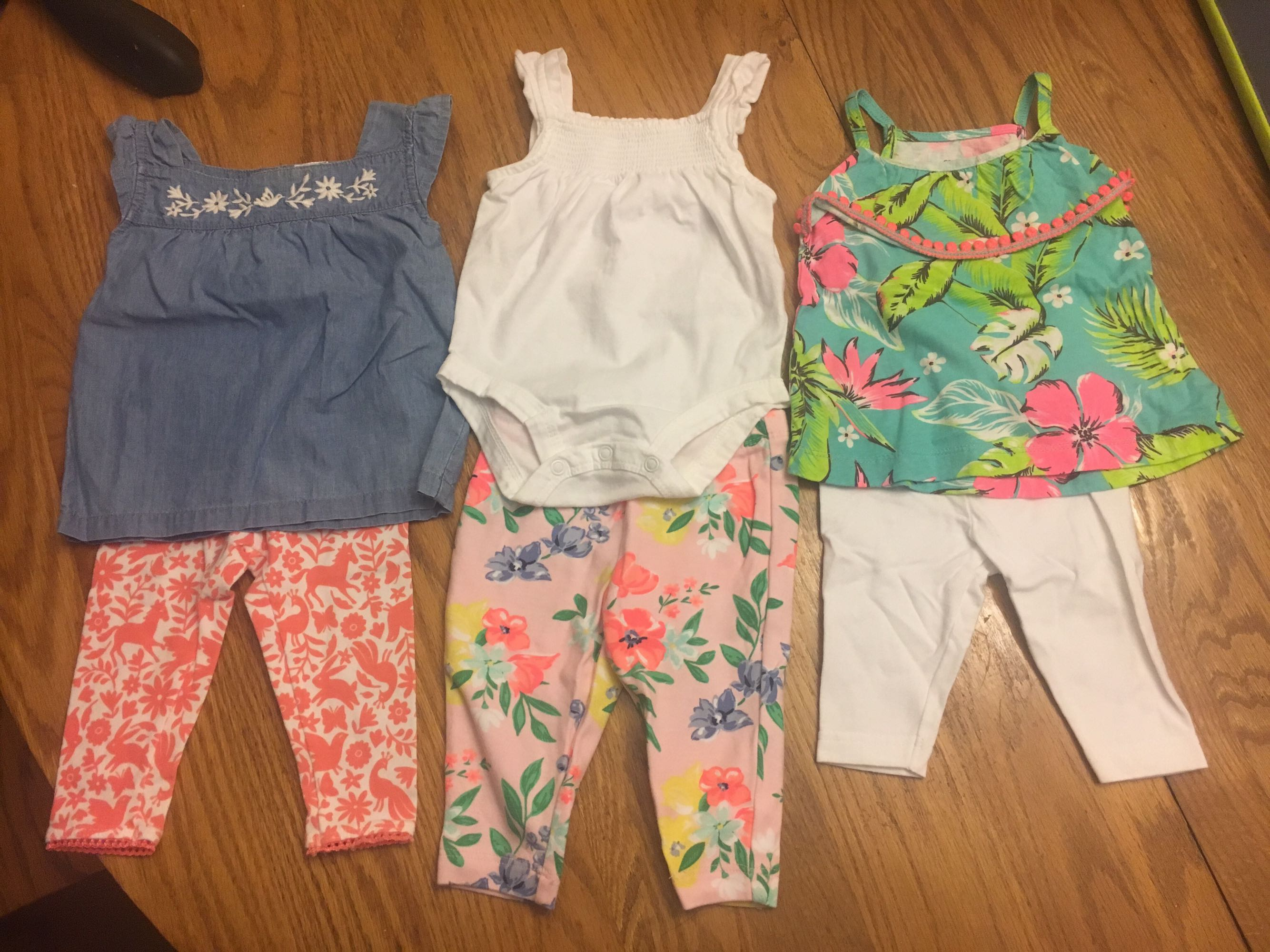 Lot of 3 month Carters Outfits