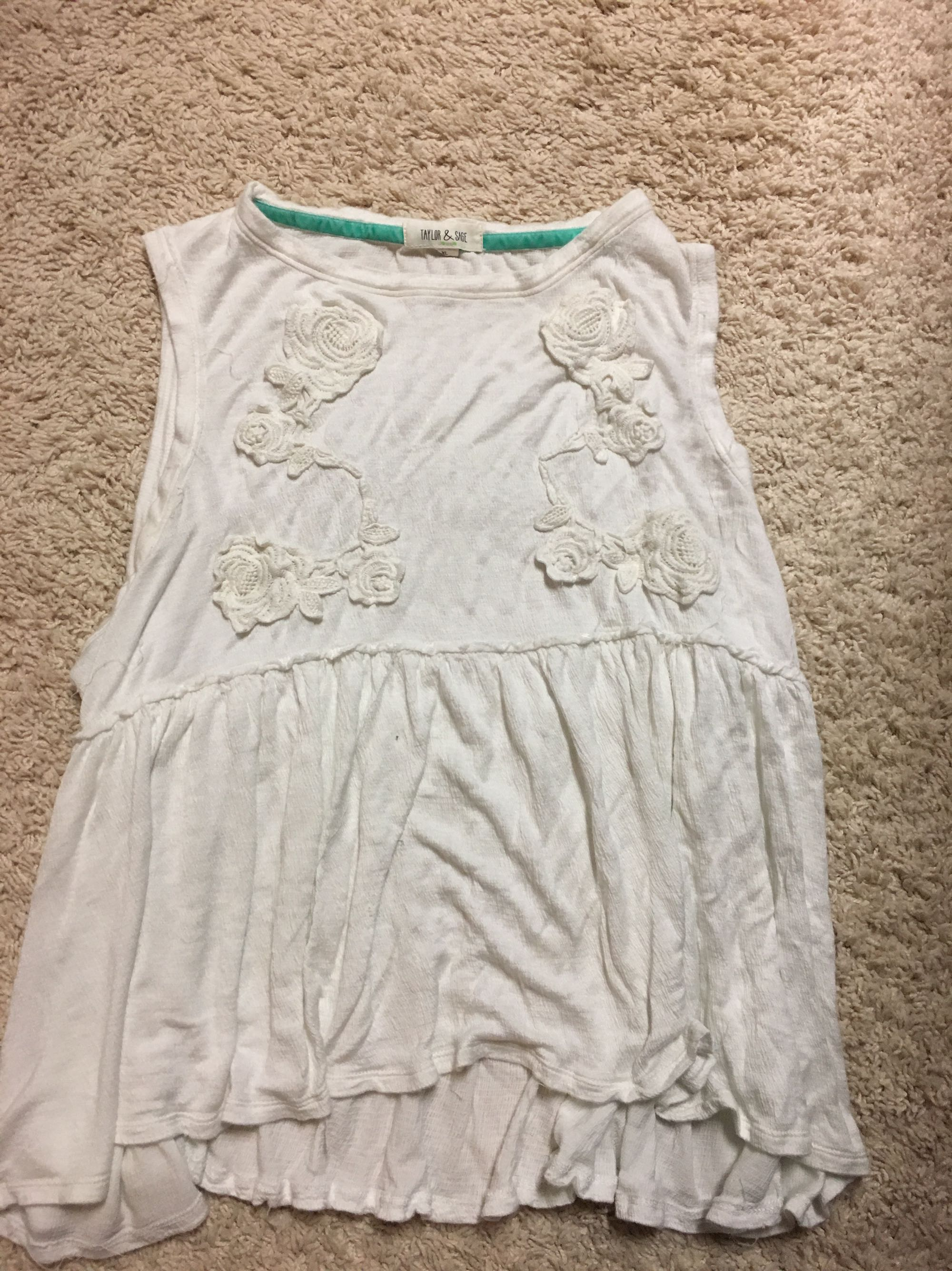 Taylor and sage sz xl flowy top