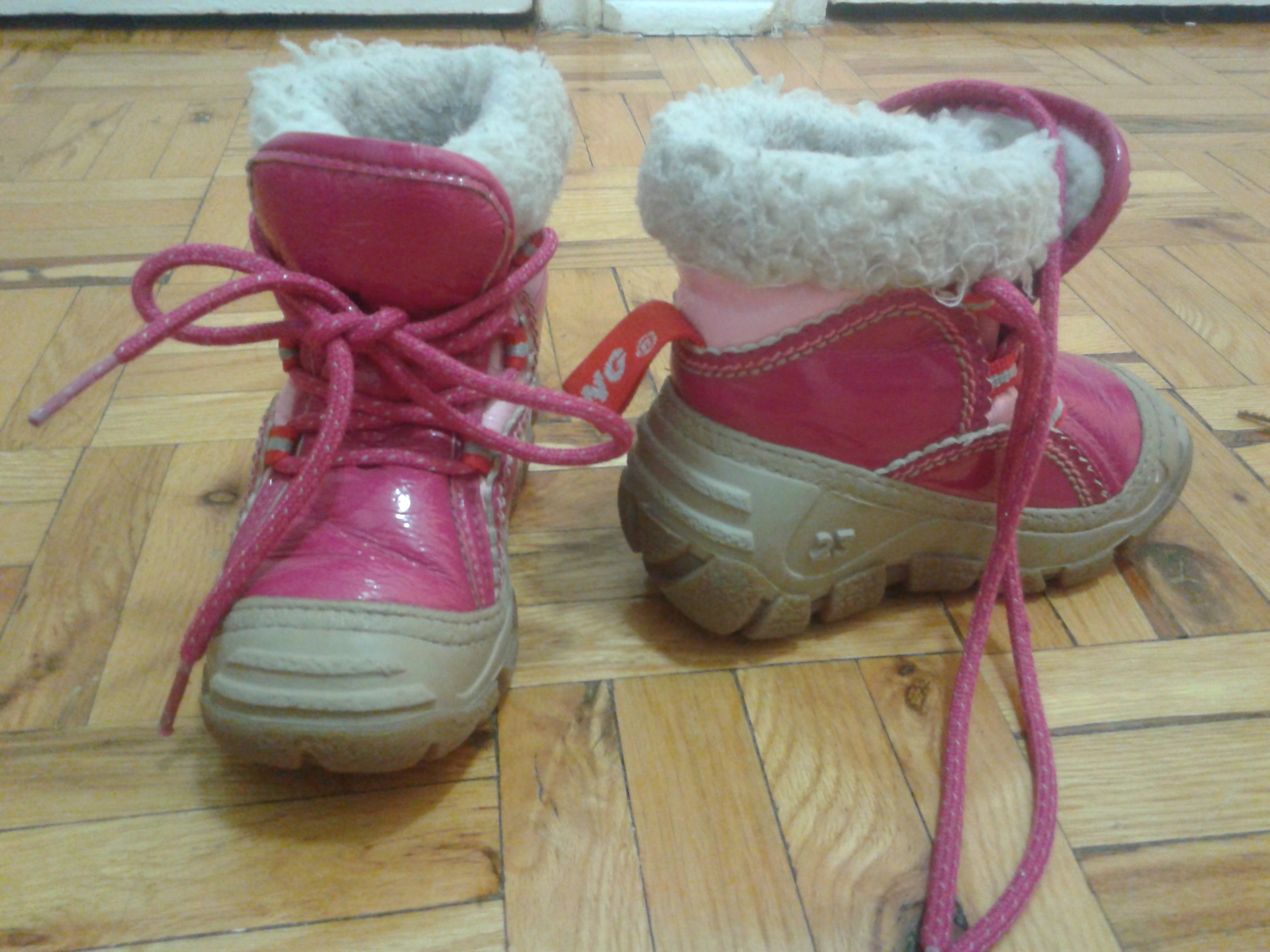 Olang toddlers boots,size 23 or 7.