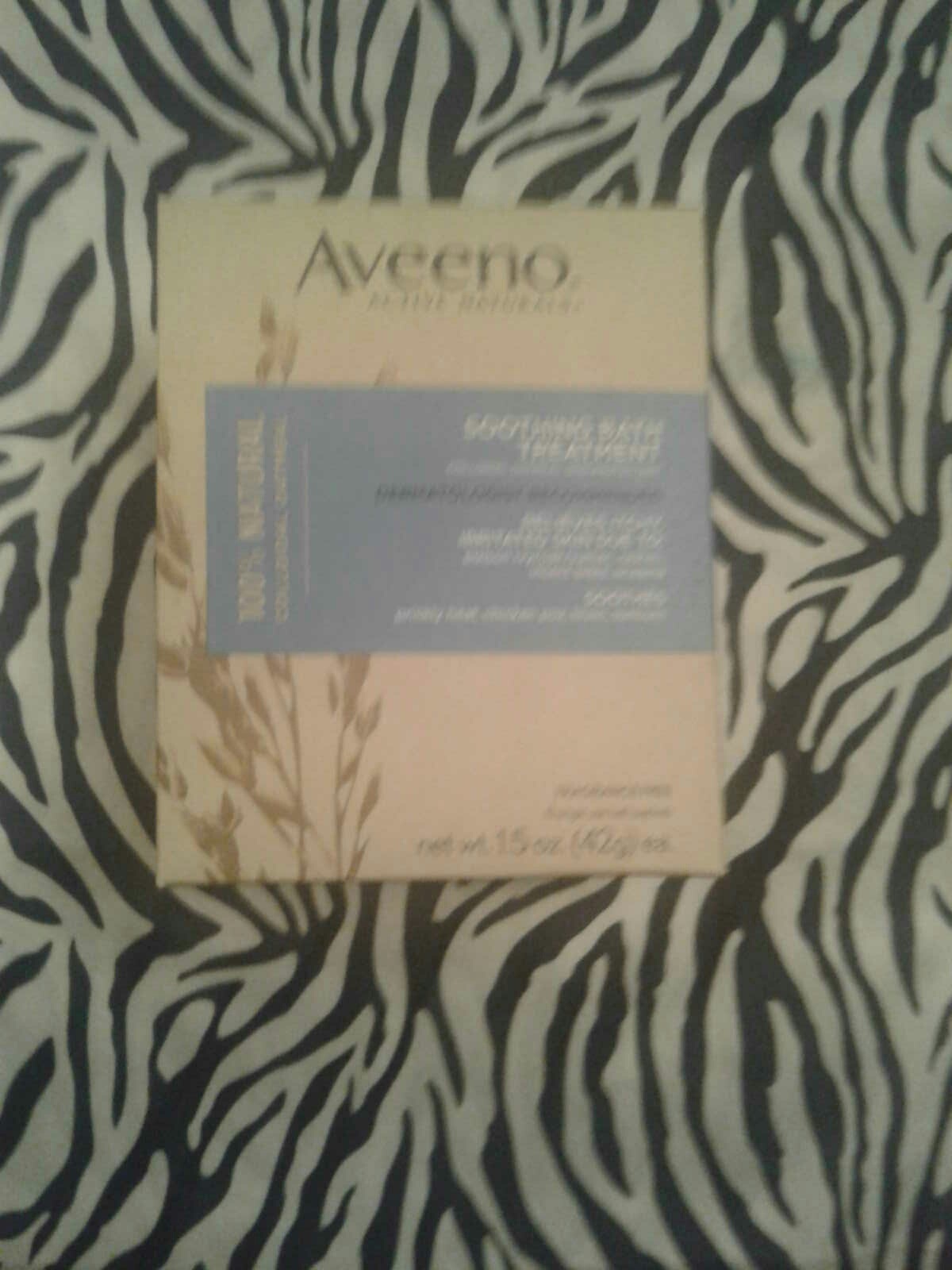 Aveeno Soothing Bath Treatments Colloidal Oatmeal Soothes Itchy, Irritated Skin; 8 Single Use Packets New, Factory Sealed ($8.29 Retail) $4