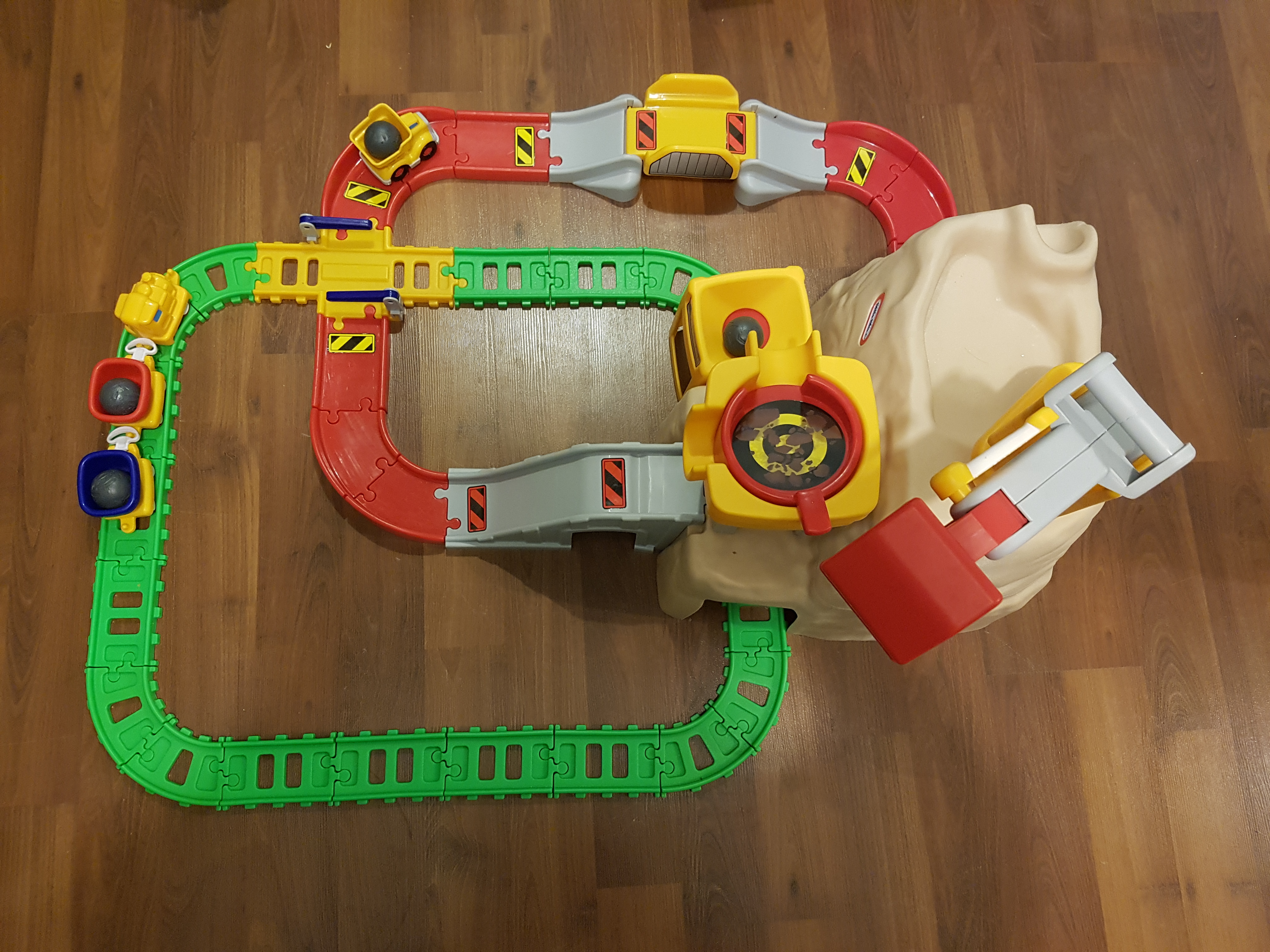 Little tikes mountain track and crane