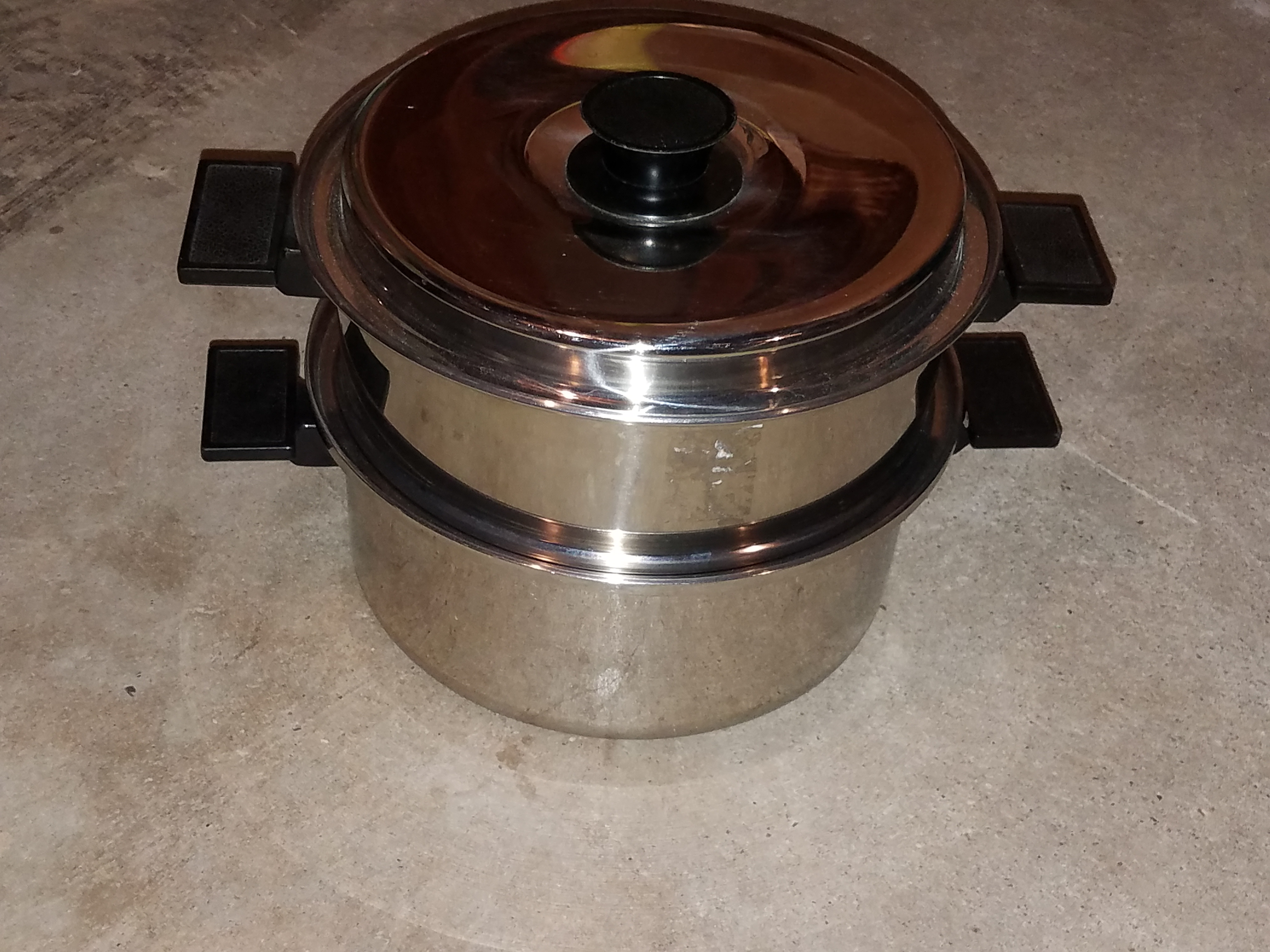 Large size double pan can be used for steaming or without the steaming pan