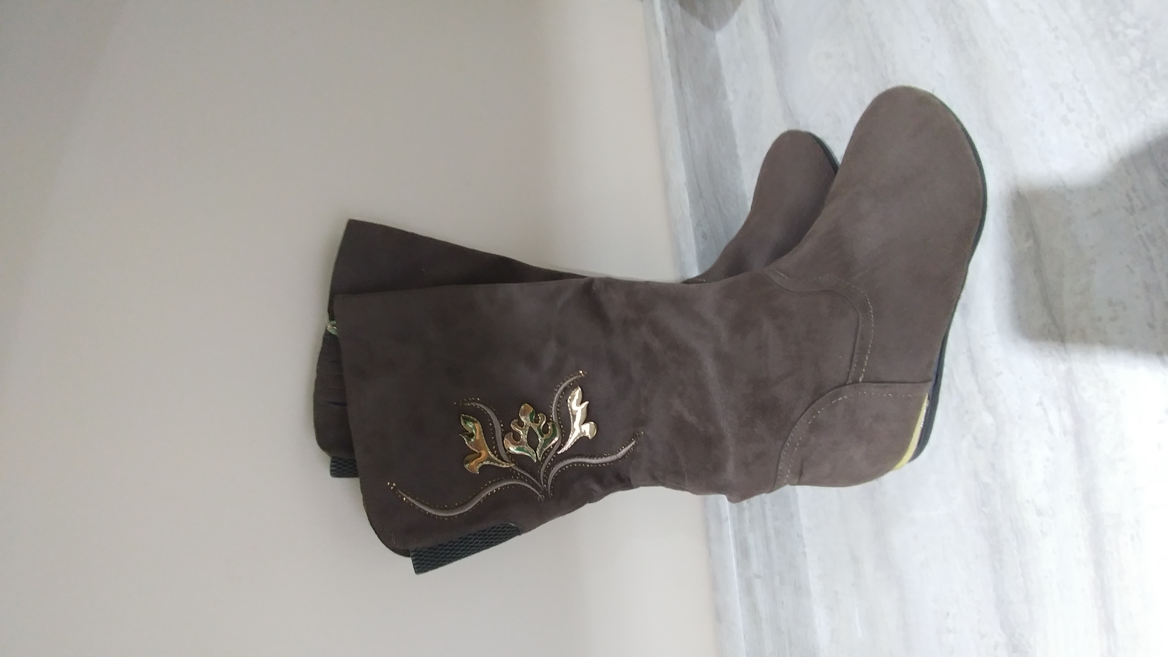 Brand new boots, size 10