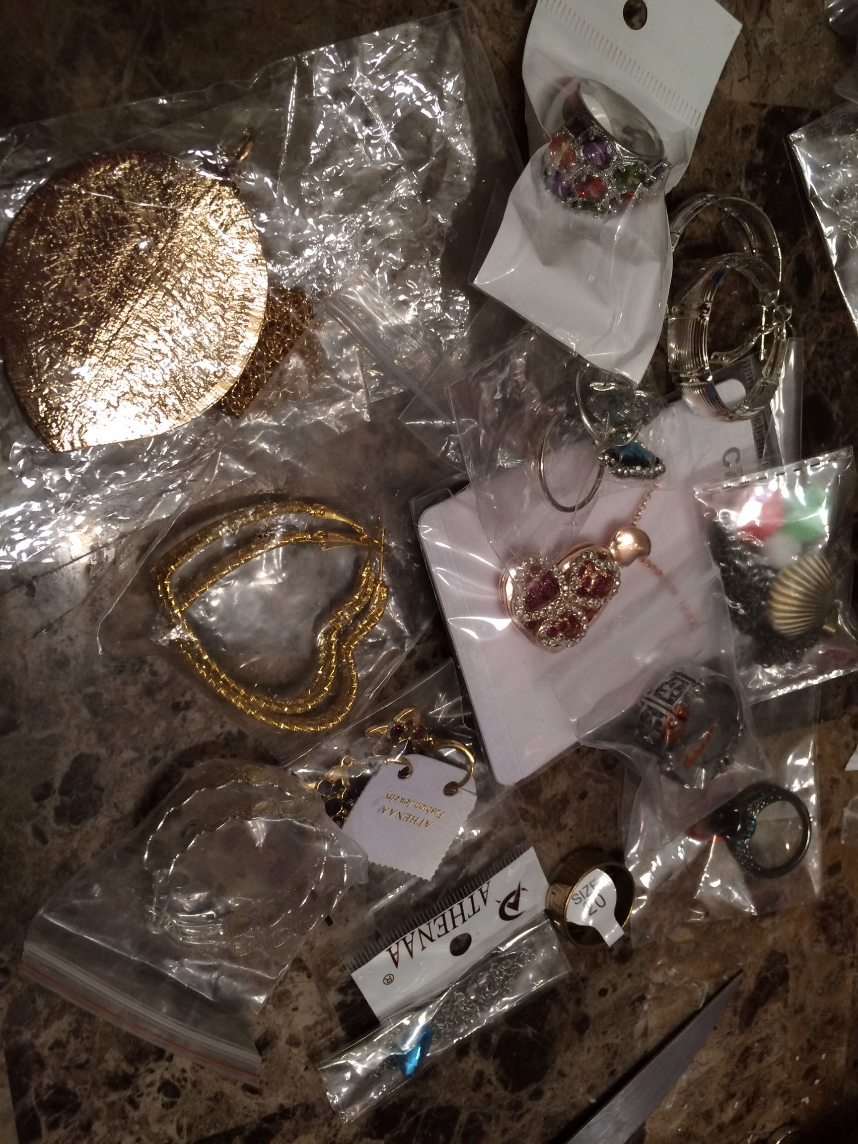 JEWELRY FOR THE PEOPLE ON YOUR XMAS LIST GRAB BAG OF JEWELRY SEE PHOTOS NEW 20 pieces NEW