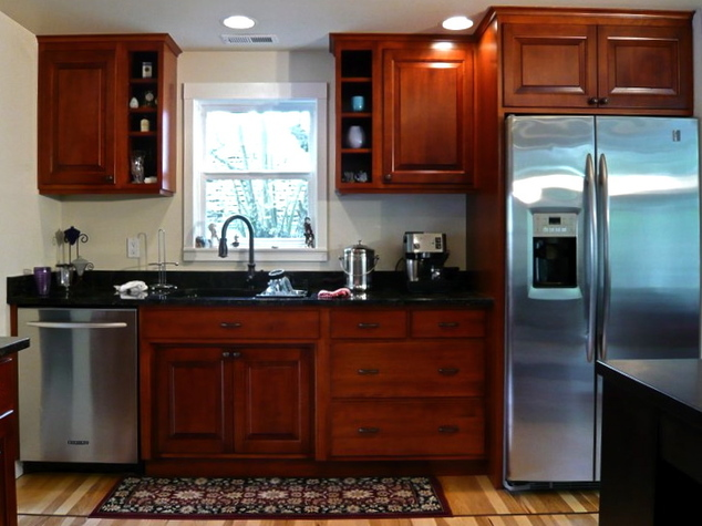 Cherry maple birch and oak cabinets seattle custom for Cherry vs maple kitchen cabinets