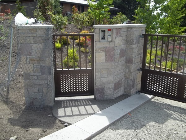 Grid panel gate commercial gates seattle wa