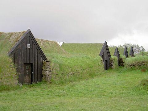 800px-iceland_keldur_earth_covered_homes
