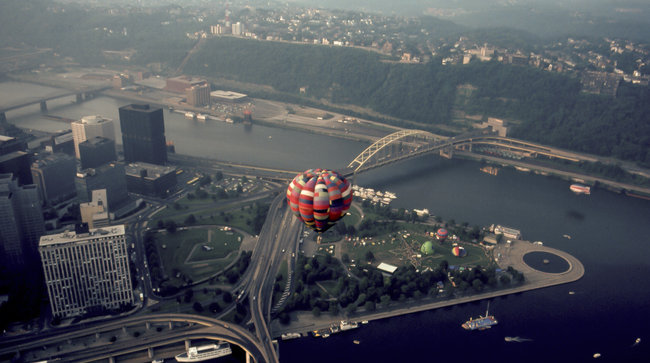 Steve_huth__ballooning_over_pittsburgh__august_1983