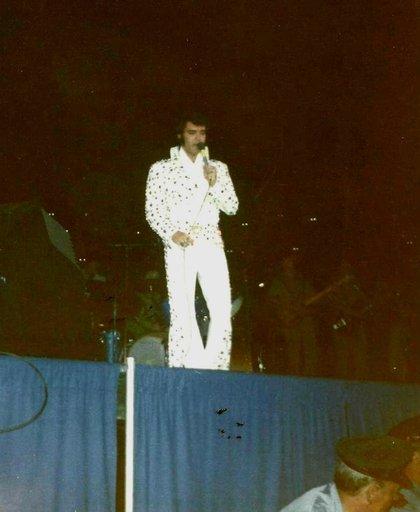 Elvis_1973_arena