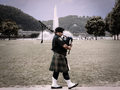 Piper_with_fountain-adjfinal-8091207_dxofp