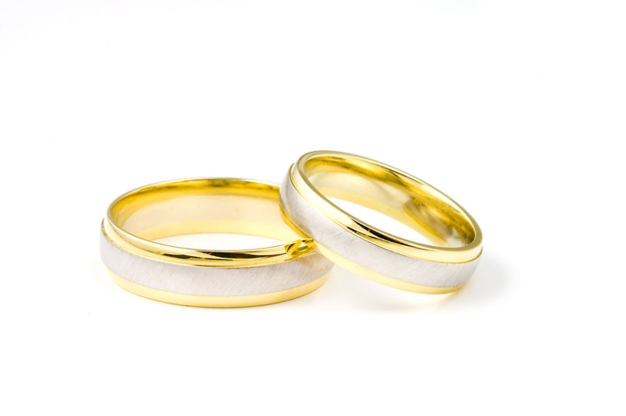 5661-a-pair-of-wedding-rings-isolated-on-a-white-background-pv
