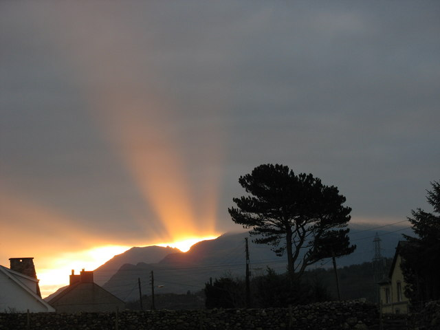 Winter_solstice_dawn_over_Llanrug_-_geograph.org.uk_-_296447