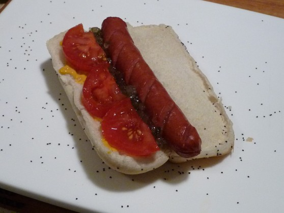 chicago dog step 4 sliced tomatoes