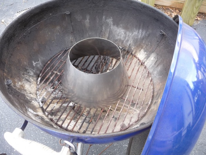 Vortex in place for indirect heat. Dead center of kettle on fire grate.